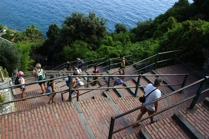 50-follow-me-white-rabbit-cinque-terre-italie-CORNIAGLIA (11)