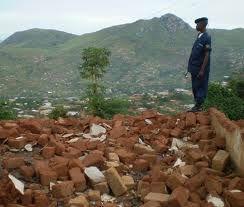 décombres d'un camp d'adeptes de BDK Kinshasa