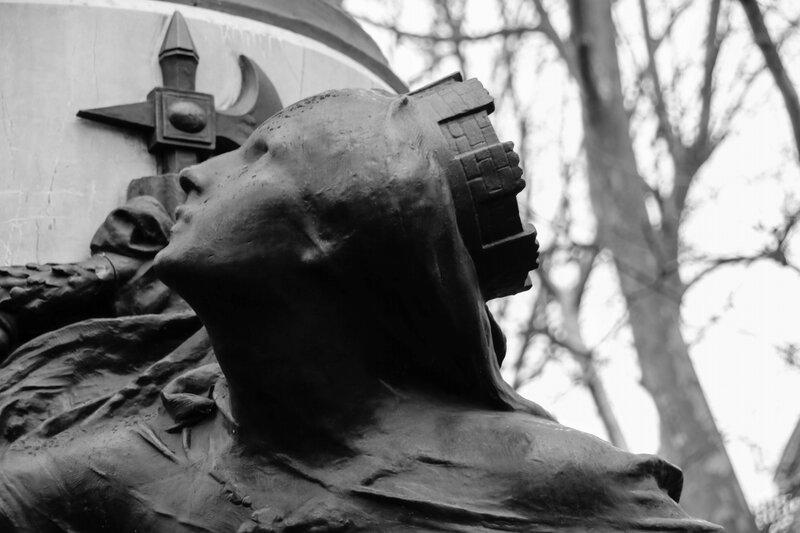 Une des figures du monument aux morts du Grand Rond