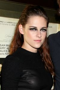 Kristen-Stewart-en-promo-a-New-York-pour-le-film-On-The-Road-le-8-novembre-2012_portrait_w674