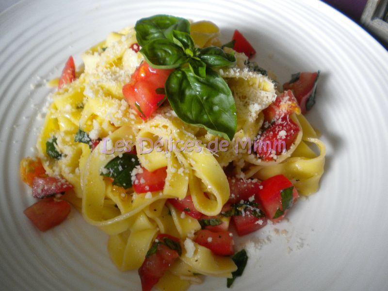 Tagliatelles Aux Tomates Crues Ail Et Basilic Les Delices De Mimm