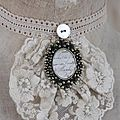 302252.Jeanne D'arc Vintage necklace small with rosette.01.JPG