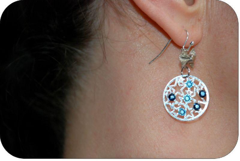 Boucles d'oreilles plaque étoiles et strass déclinaison de bleus