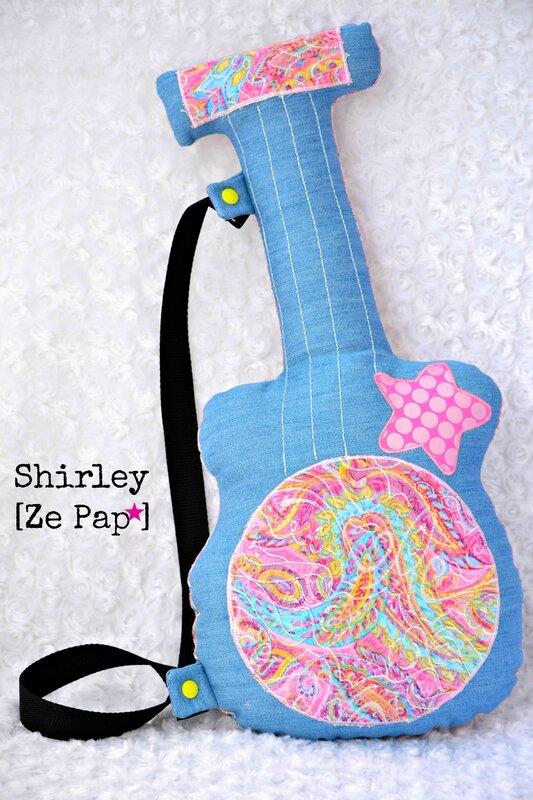 coussin guitare en tissu enfant jean bleu et psychédélique rose shirley ze pap