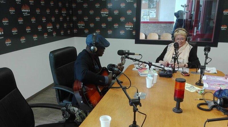 Monique et Juvénal lors de l'émission radio