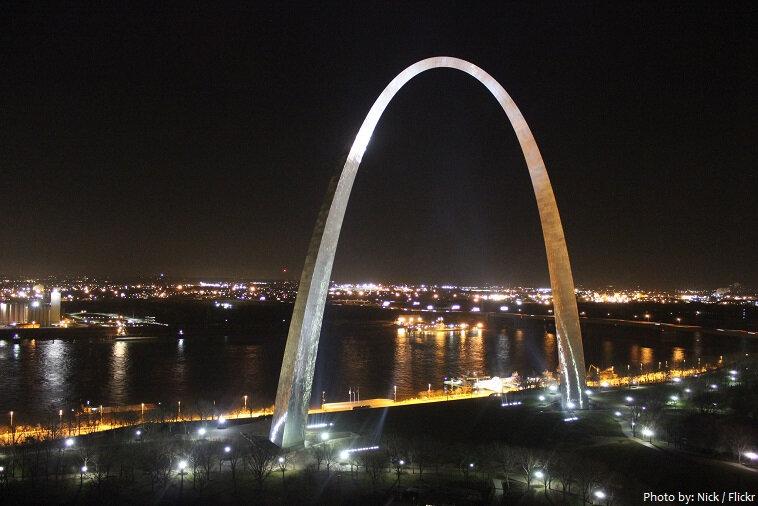 gateway-arch-at-night