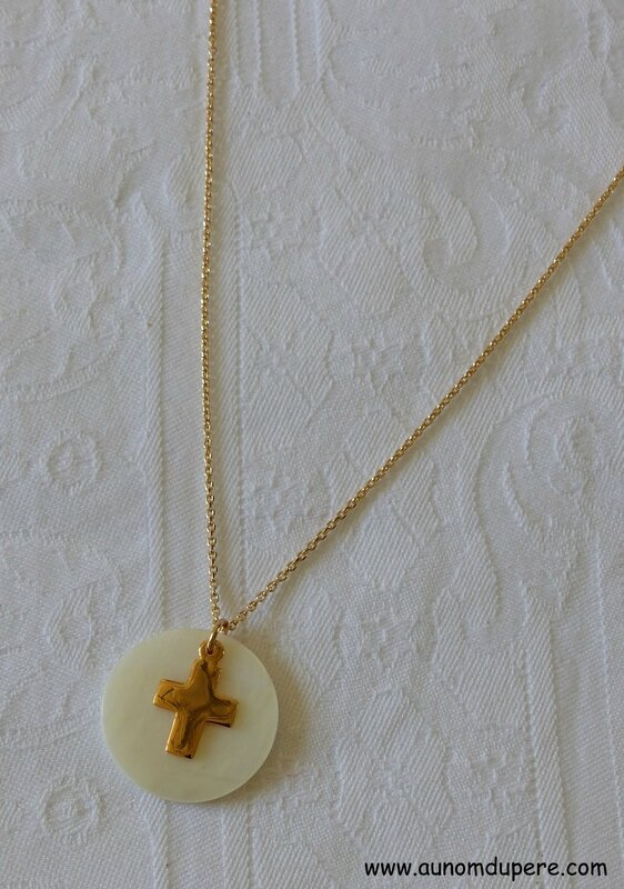 Collier de Communion (plaqué or) - 31 €