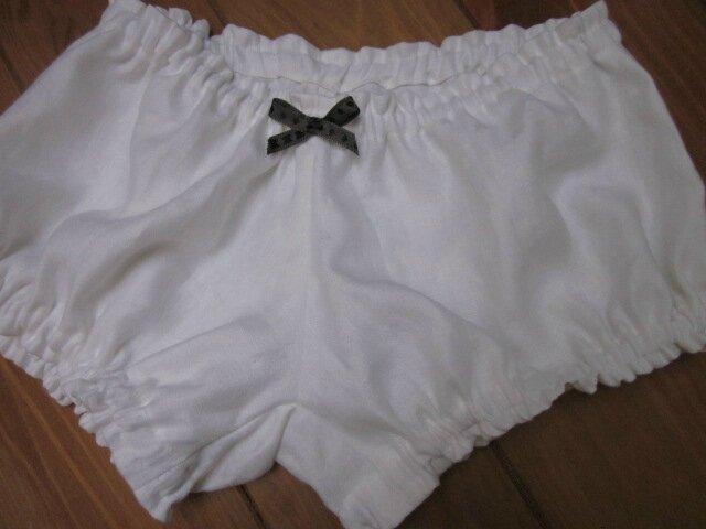 Culotte BIANCA en lin blanc damassé à étoiles - noeud gris à pois noirs (1)