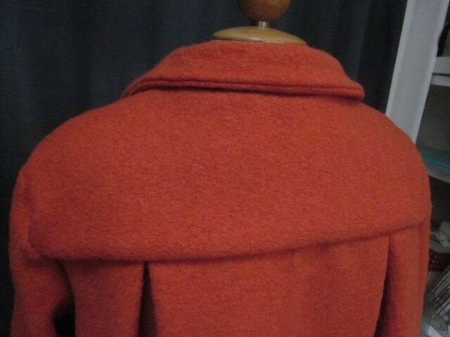 Manteau AGLAE en laine bouillie orange fermé par un noeud (8)