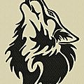 Un loup tribal ...