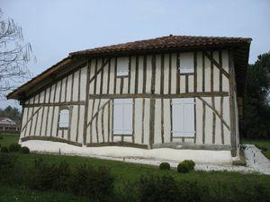 g) Belhade, maison landaise