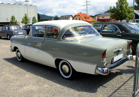Opel_rekord_P1_de_1959__1957_1960___RegioMotoClassica_2010__02