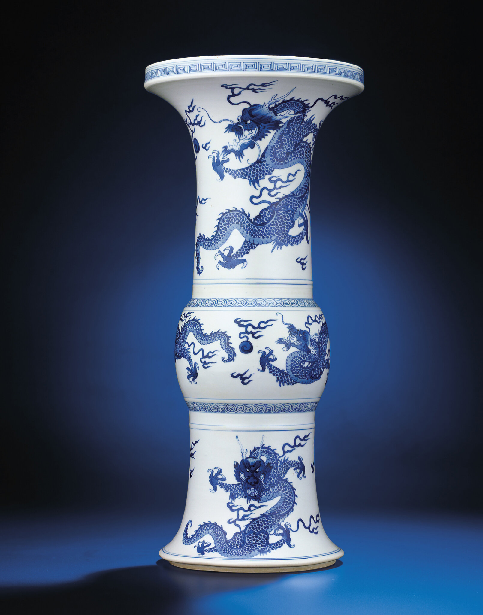 A blue and white 'dragon' vase, gu, Kangxi period (1662-1772)