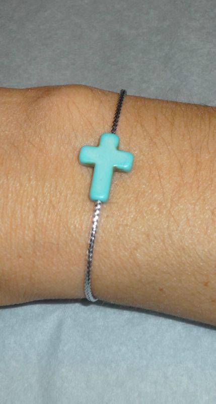 Bracelet 'Croix Howlite' turquoise, lien argenté