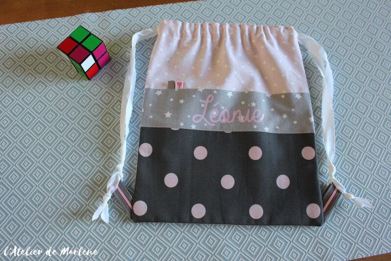 sac a dos personnalisé étoiles pois rose et gris LEONIE