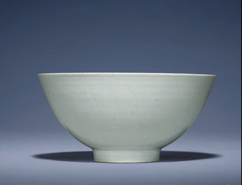A fine large early Ming anhua-decorated white-glazed bowl, lianziwan, Yongle period (1403-1425)