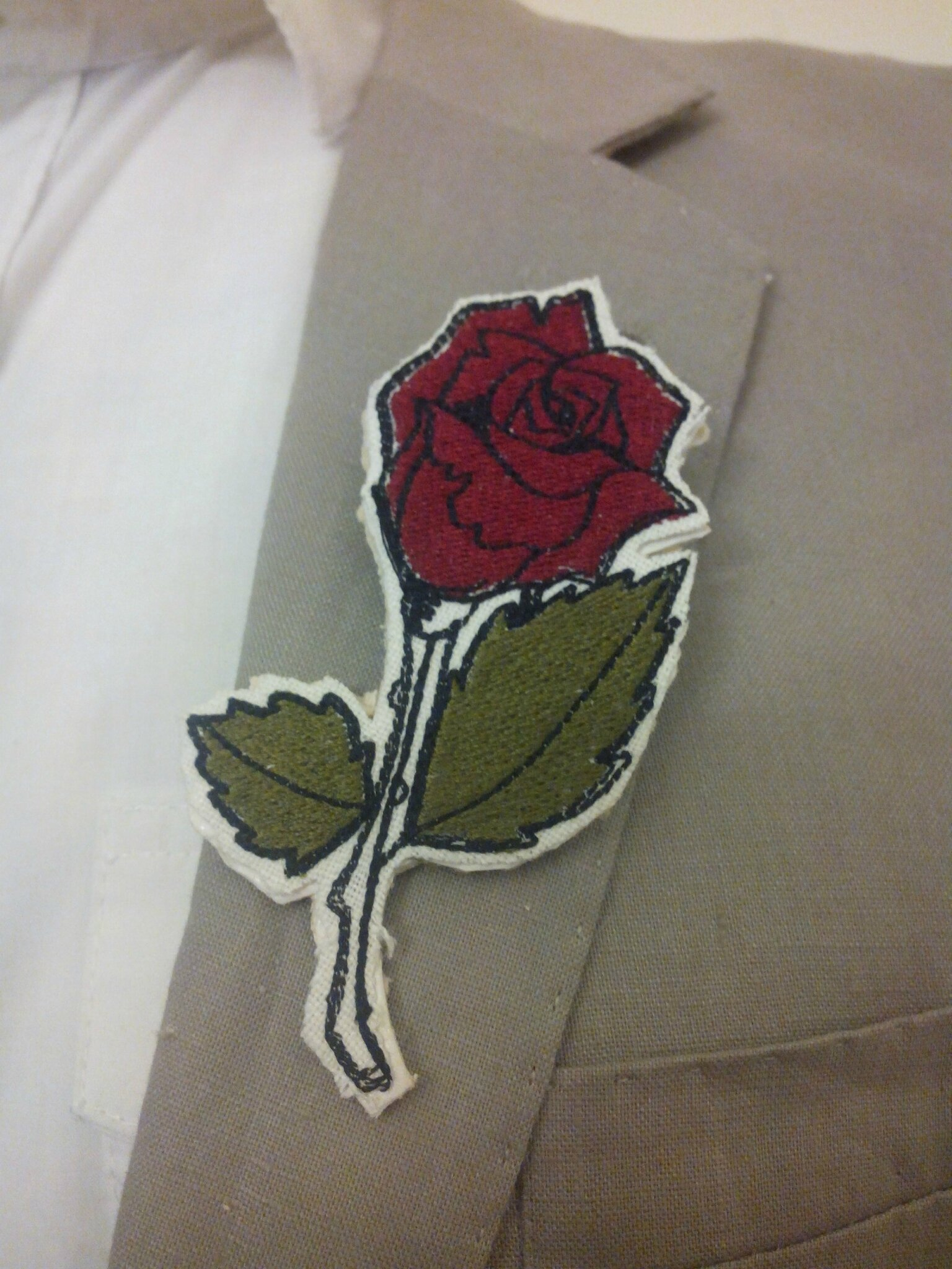 BOUTONNIERE ROSE BRODEE URBAN STYLE CARTOON AMD A COUDRE (8)