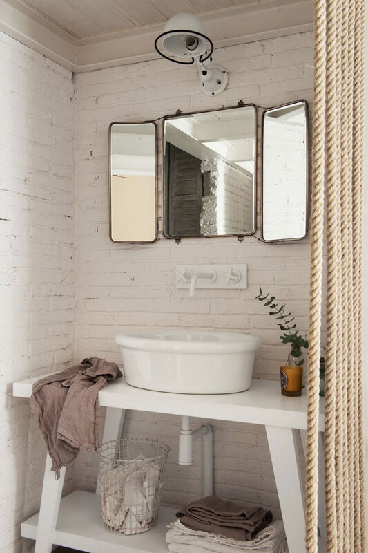 est-living-barcelona-loft-serrat-tort-architects-bathroom_1024x1024