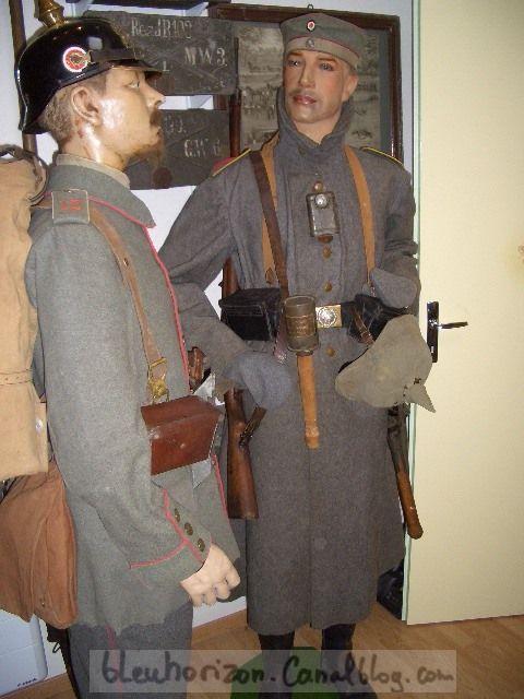 dessus  soldat de 1915 avec ses cartouchières du Wurtemberg (photo