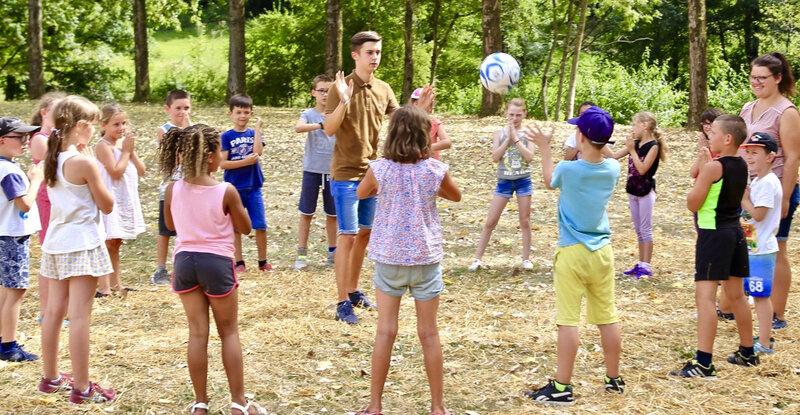ALSH AOÛT 2018 8-11 ANS jeu ballon terrain Carpentier