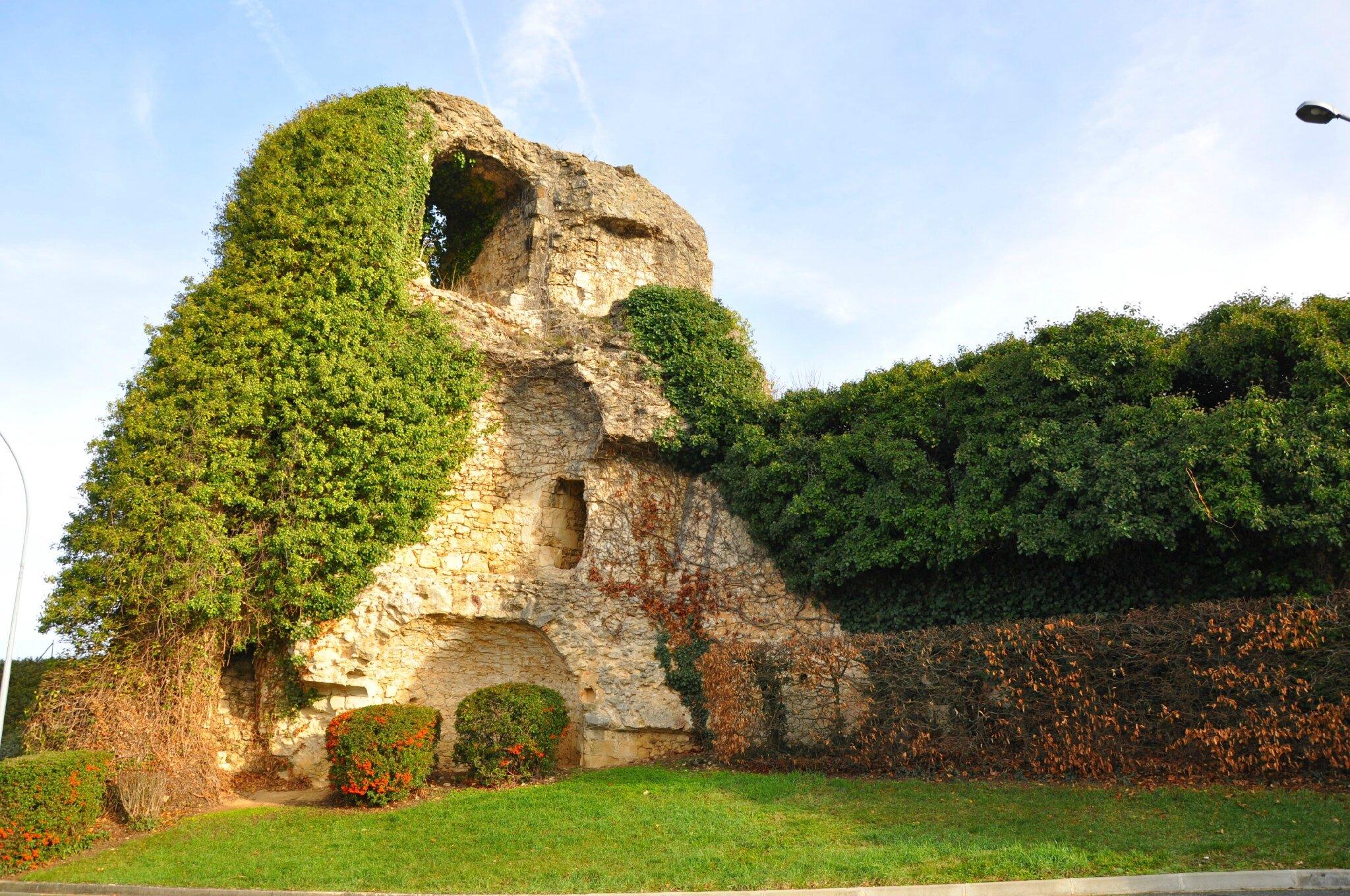Ruines_du_château_d'Argenton-sur-Creuse
