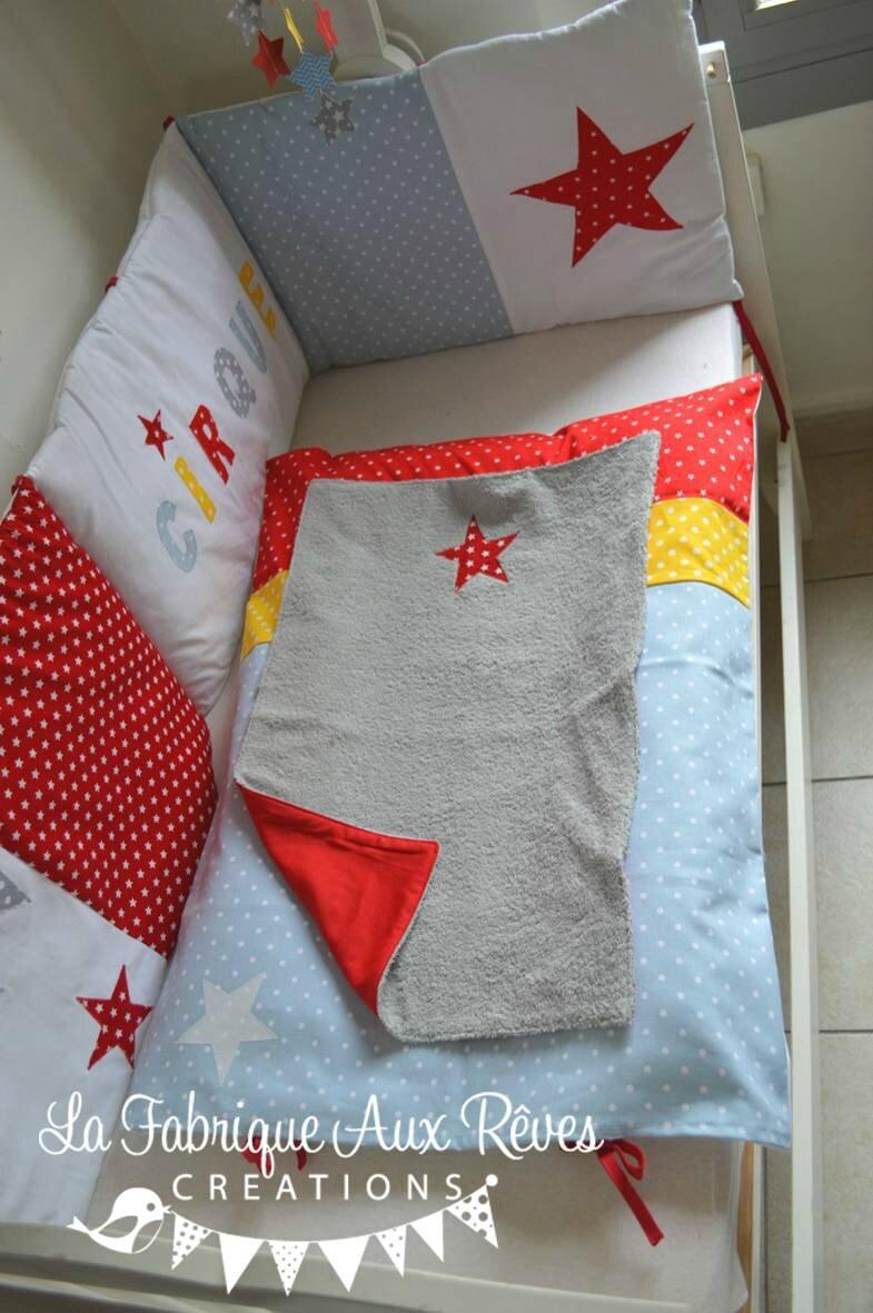housse matelas à langer textile linge lit bébé cirque étoiles éléphant rouge jaune bleu gris