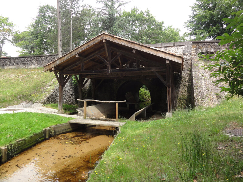 Photo-Escource_(Landes)_pont-lavoir_sur_l'Escource