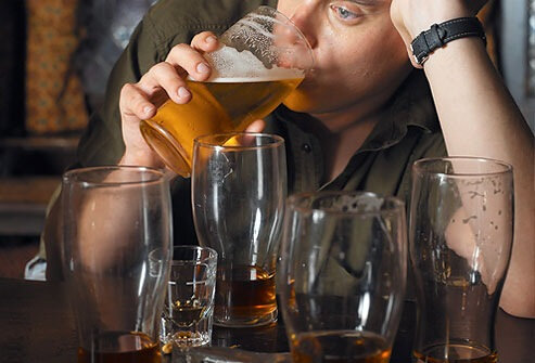 photolibrary-rm-photo-of-man-drinking-beer-at-bar