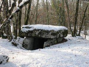 dolmen_sous_la_neige