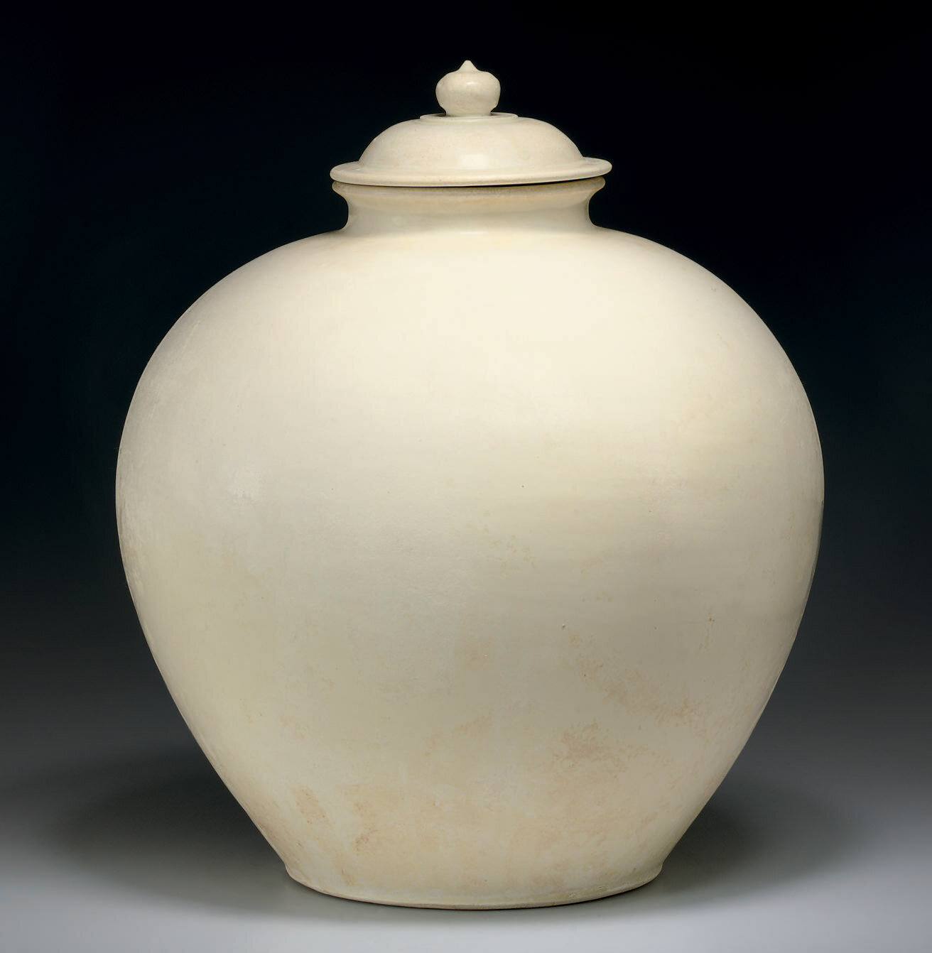 A large white-glazed ovoid jar and cover, Tang dynasty (618-907)