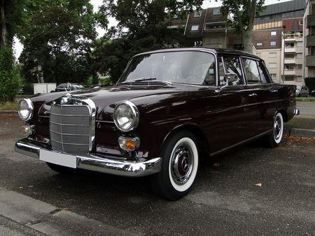 Mercedes Benz 230 W110 1965 à 1968 Retrorencard 1