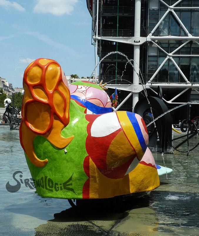 Sirène-nana de Niki de Saint-Phalle à la fontaine Stravinsky - 1983 - épaules et seins de dos