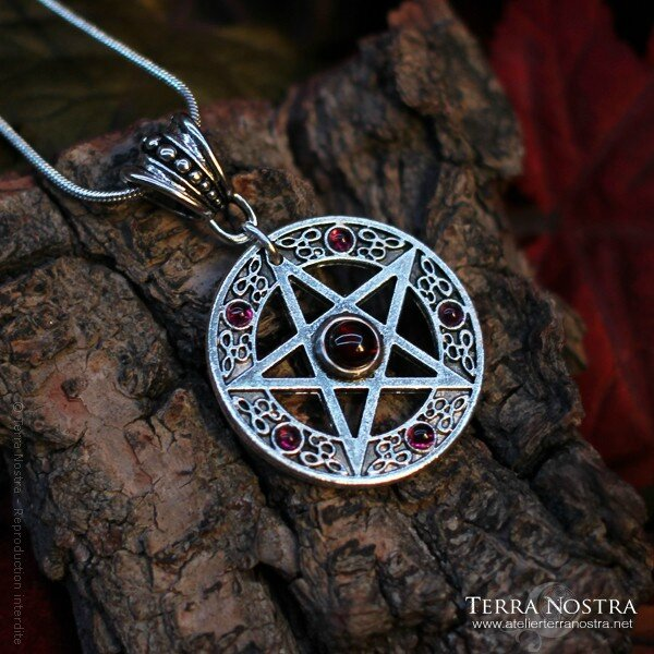 pendentif-the-witch