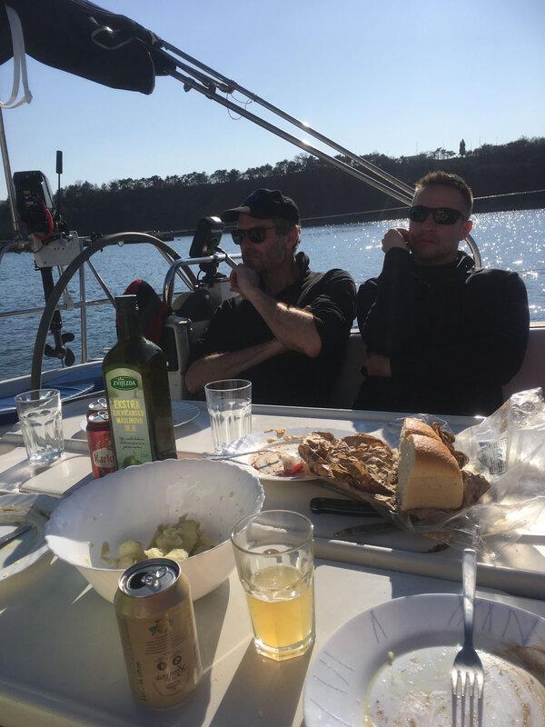 Omisalj, déjeuner à quai, 11 mars 2020