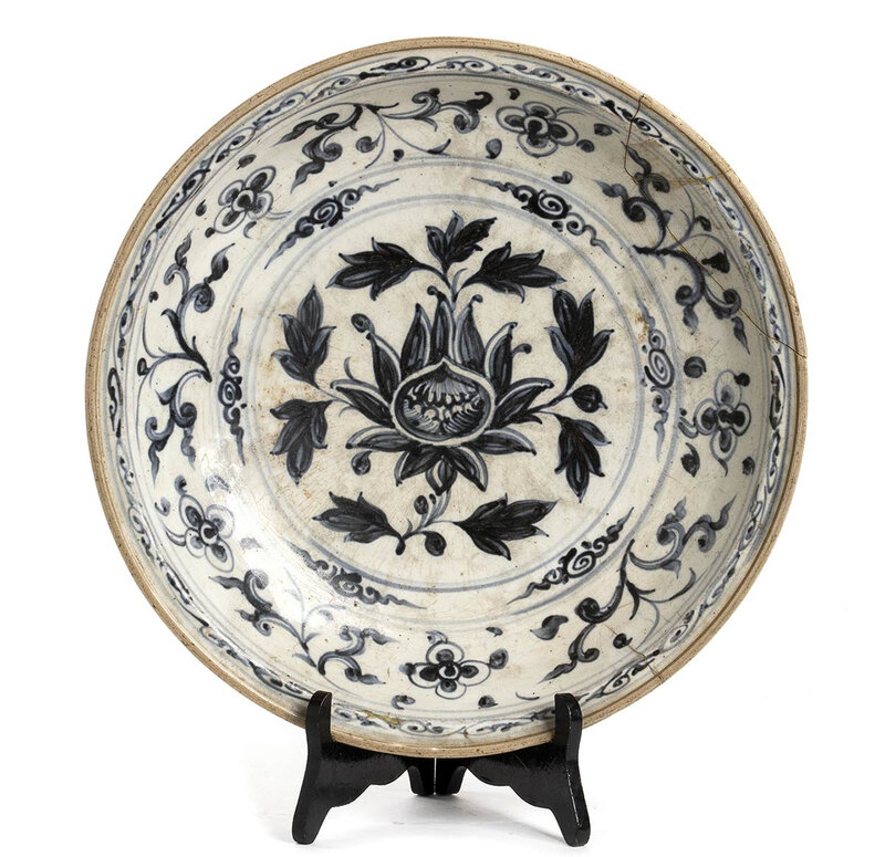 A blue and white ceramic plate, Vietnam, late 15th-early 16th century