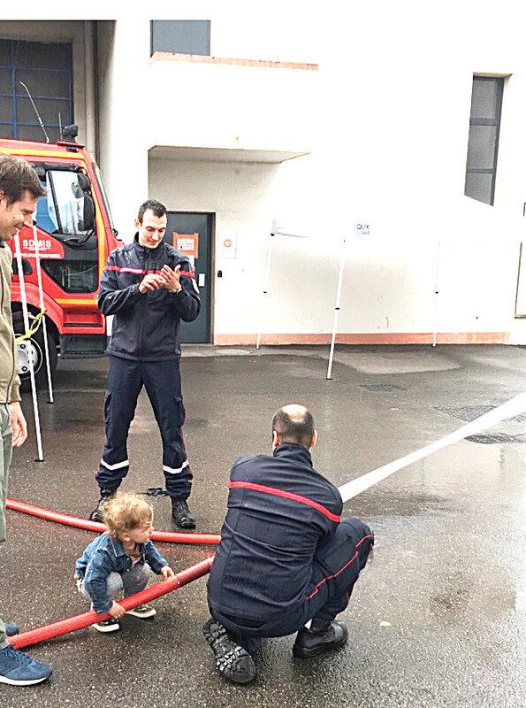 pompier-echelle-visite-caserne-ma-rue-bric-a-brac