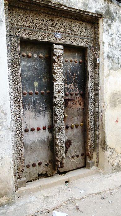 12-Zzb, porte sculptée