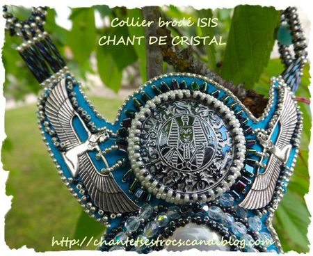 collier Isis 4