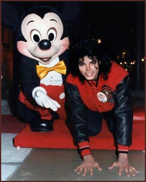 Michael-with-Mickey-michael-jackson-30568769-486-604