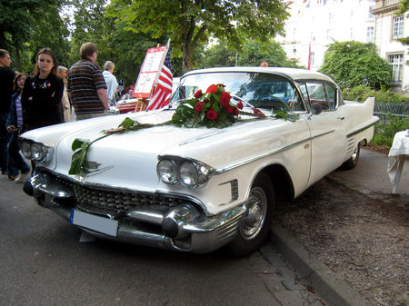 Cadillac_coup__de_ville_de_1958_01