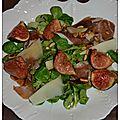 Salade automnale au jambon serrano, figues cuites et crues, brebis et pignons de pin