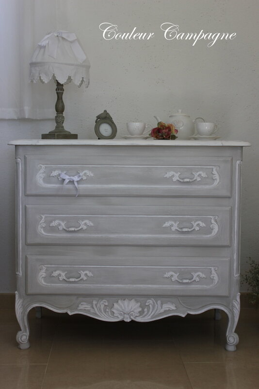 commode patin e l 39 ancienne gris rechampie blanc couleur campagne. Black Bedroom Furniture Sets. Home Design Ideas