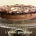 Tarte frangipane-poire-ganache chocolat-amandes grillées.