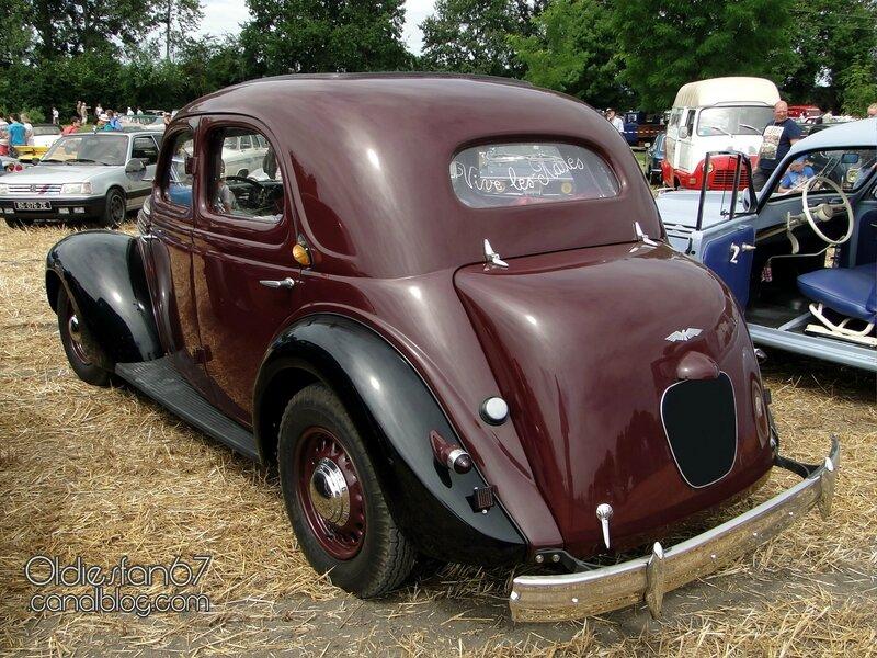 chenard-walcker-aigle-22-berline-1939-02