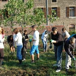 enfants jardiniers_medium_square