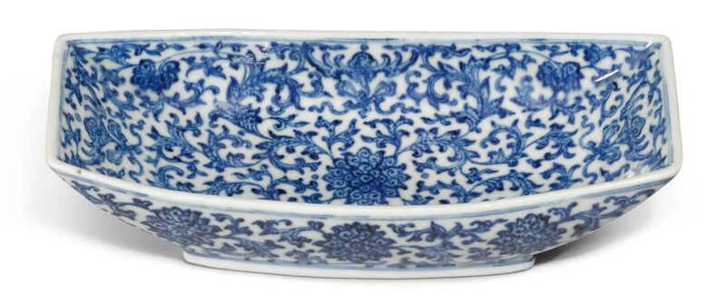 A blue and white ingot-shaped dish, Qianlong seal mark and period (1736-1795)