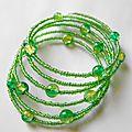 Nouveau bracelet vert/jaune sur fil mémoire
