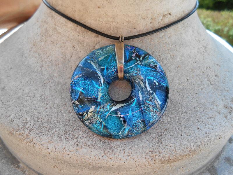 collier-collier-donut-en-verre-dichroique-9000081-dscn0588-3c5ee-49d57_big