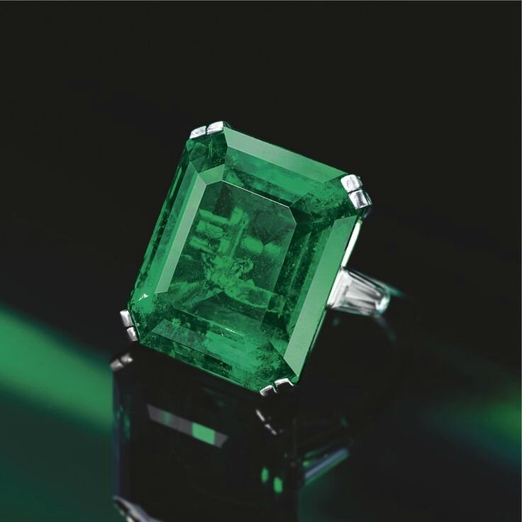 emerald-and-diamond-ring-harry-winston-1977