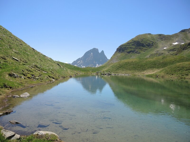 Lac d'Aule, pic du Midi d'Ossau se mirant (64)